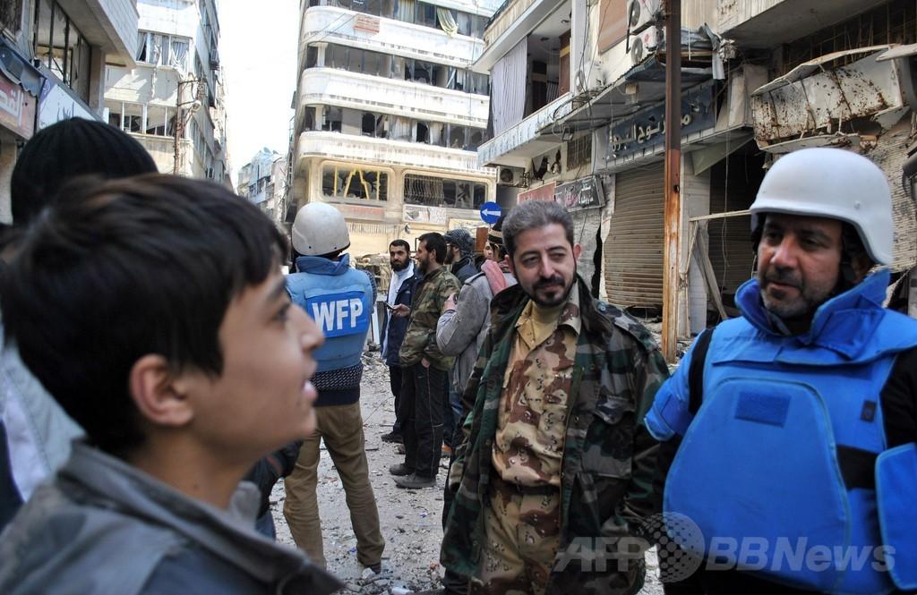 シリア赤新月社、ホムスに初の支援物資届ける 車両狙った攻撃も