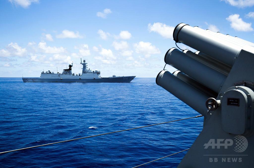 中国、南シナ海で奪った米無人潜水機を返還