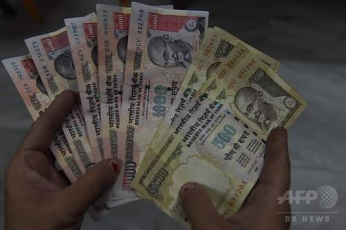 インド、高額紙幣の流通を突如停止 腐敗対策で