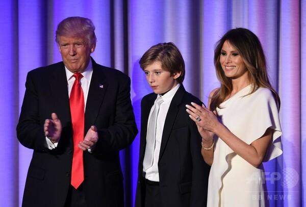 トランプ氏、夫人としばらく「別居」へ 息子の学校優先