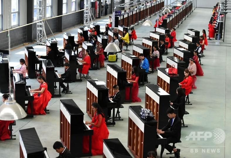 ピアノ666台の競演、ギネス認定 河北省