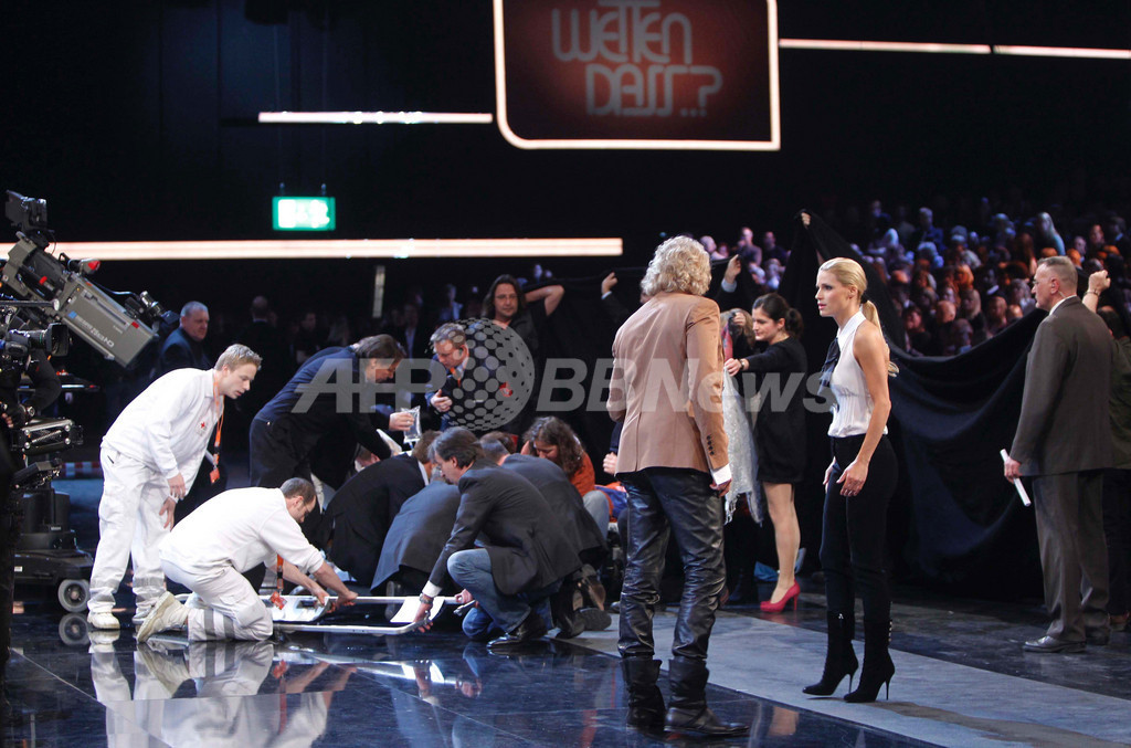 ドイツの人気テレビ番組、生放送中の事故で放送中断