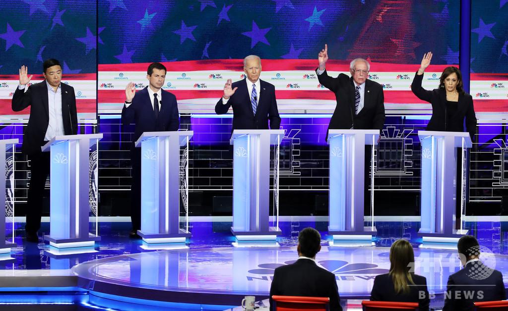 バイデン候補の支持率、民主党討論会後に下落 2020年米大統領選