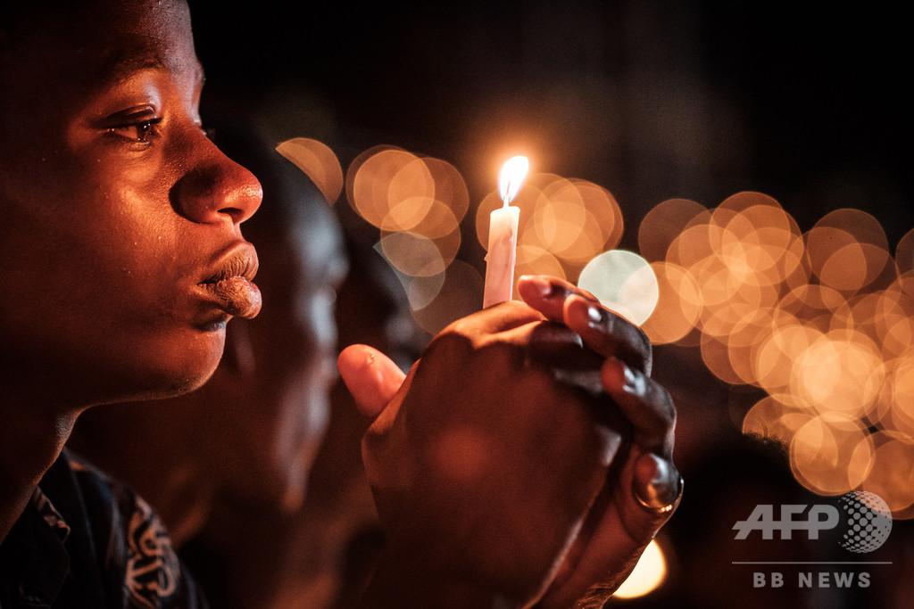 【今日の1枚】犠牲者80万人の魂にささげる明かり
