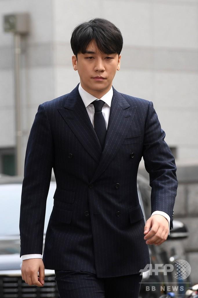BIGBANGのV.Iと歌手チョン・ジュニョン、ソウル警察に出頭