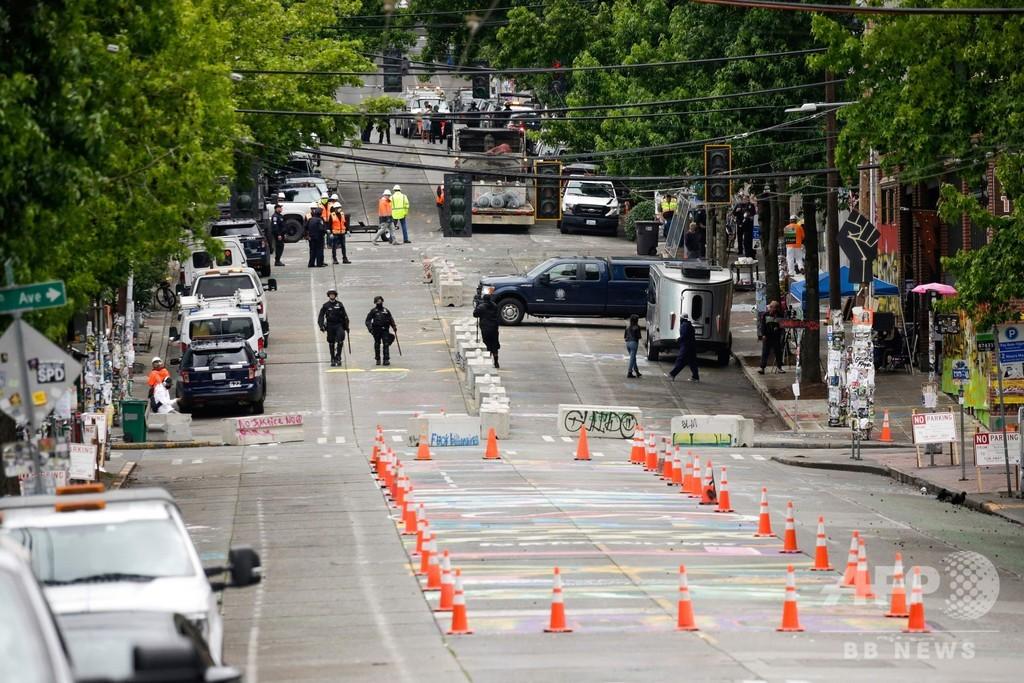 米シアトル警察、「自治区」からデモ隊を強制排除