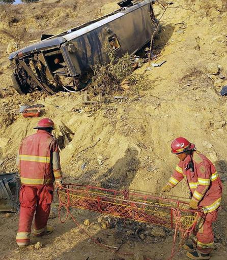 ペルーでサッカーファン乗せたバスが転落、8人死亡