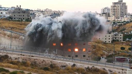 動画:イスラエル、パレスチナ人集合住宅の解体強行 爆破解体の映像