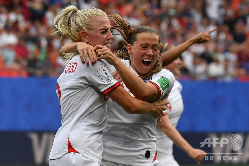 イングランドが女子W杯8強入り、判定に不満のカメルーンは猛抗議