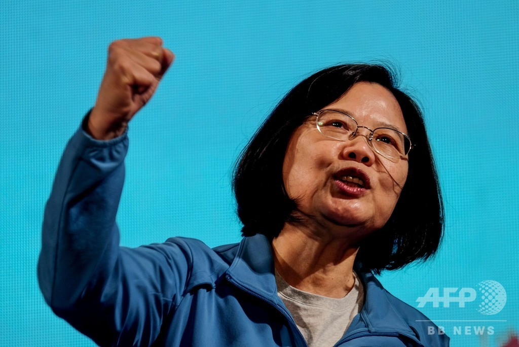 台湾の蔡総統、「われわれはすでに独立国家」 中国に警告