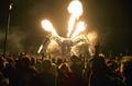 炎吹く巨大な機械グモ、英野外音楽祭