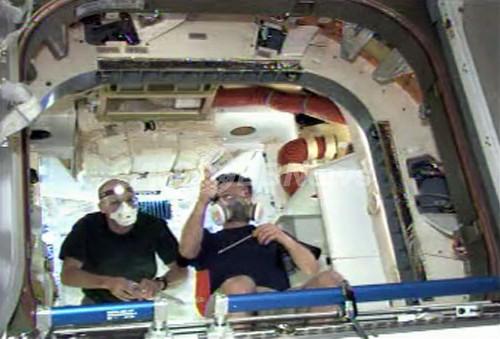 「ドラゴン」は新車の匂い、ISSの宇宙飛行士語る