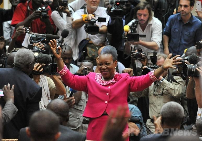 中央アフリカの暫定大統領に首都市長、同国初の女性大統領