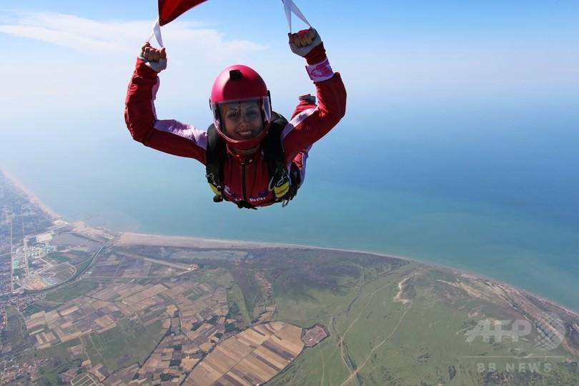 ステレオタイプを破れ、女性だってスカイダイビング イラン