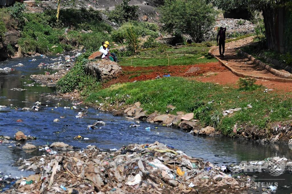 赤ちゃんらの遺体14体、川の清掃活動中に発見 ケニア首都