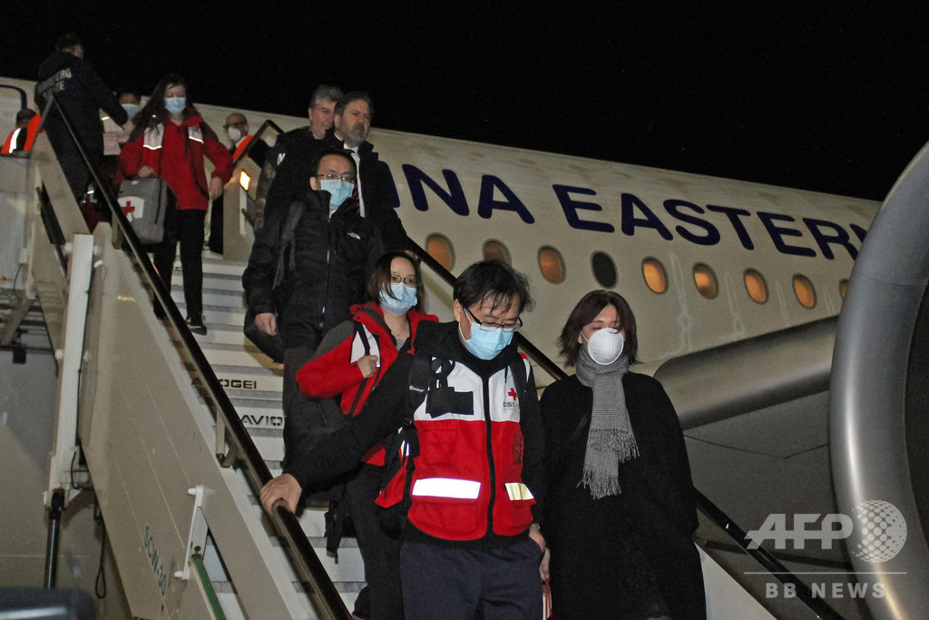 中国の「マスク外交」、新型ウイルス流行めぐる批判かわす狙いか?