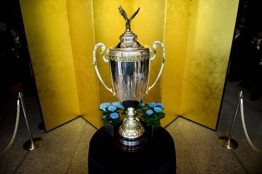 トランプ氏が大相撲で授与する「米大統領杯」、都内ホテルで展示