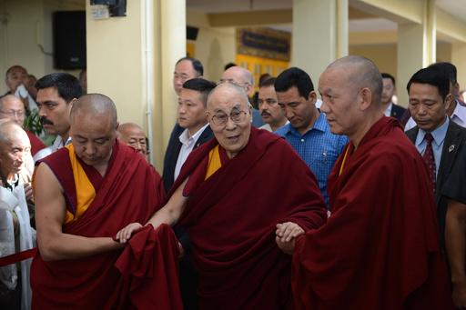 ダライ・ラマ報道でネパール記者3人聴取、中国の影響力拡大