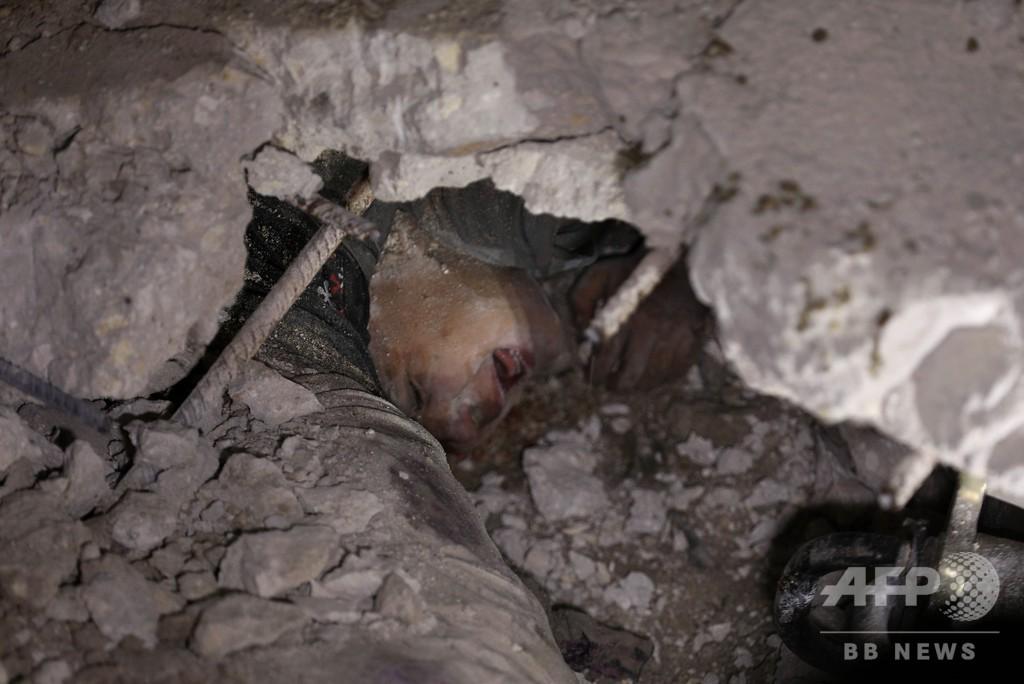 シリア北部で激しい空爆、子ども28人含む53人死亡