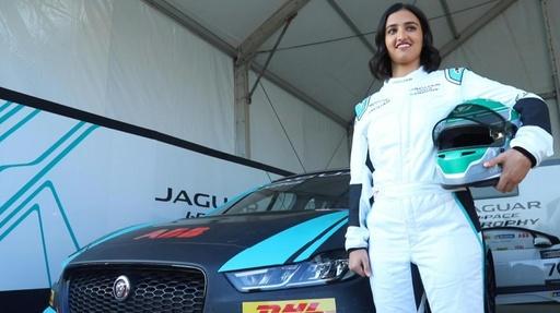 動画:サウジで女性ドライバーが初レース、夢は「ルマン出場」