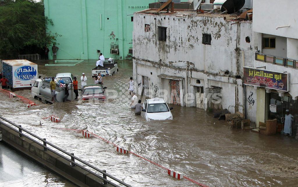 サウジアラビア・ジッダで大洪水、77人死亡 不明多数