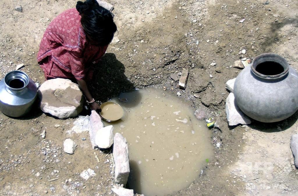 井戸に2歳児が転落、4日たつも救出活動難航 インド