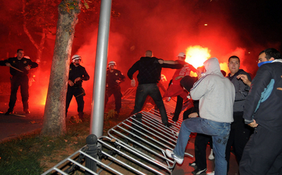 モンテネグロで親セルビア派が暴動、コソボへの国家承認に抗議