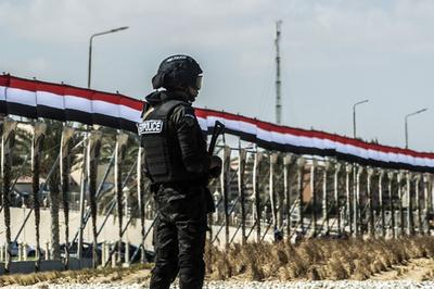 エジプトのモスクで襲撃事件、54人死亡75人負傷 国営TV報道