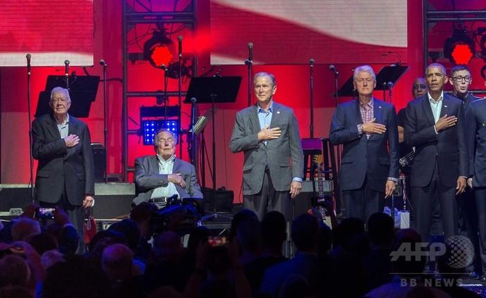 ハリケーン被災者支援イベントに歴代大統領5人勢ぞろい、ガガもサプライズ登場 米国
