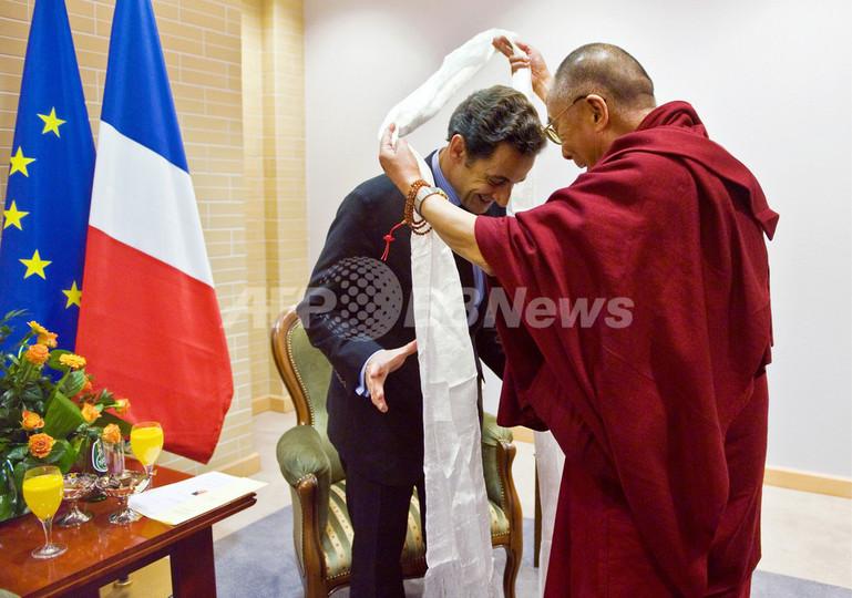 サルコジ仏大統領、ダライ・ラマと会談 中国は猛反発
