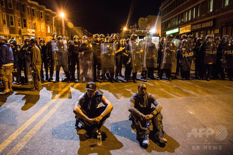 暴動の米ボルティモアに夜間外出禁止令