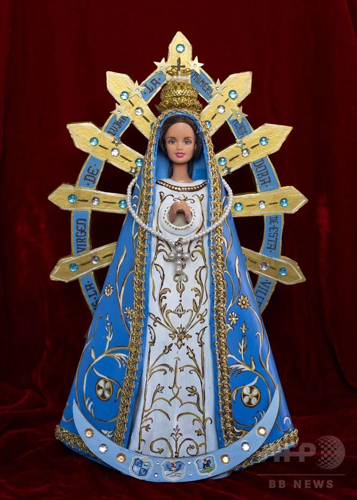 バービーの着せ替え、聖人はNG?展示に抗議殺到 アルゼンチン