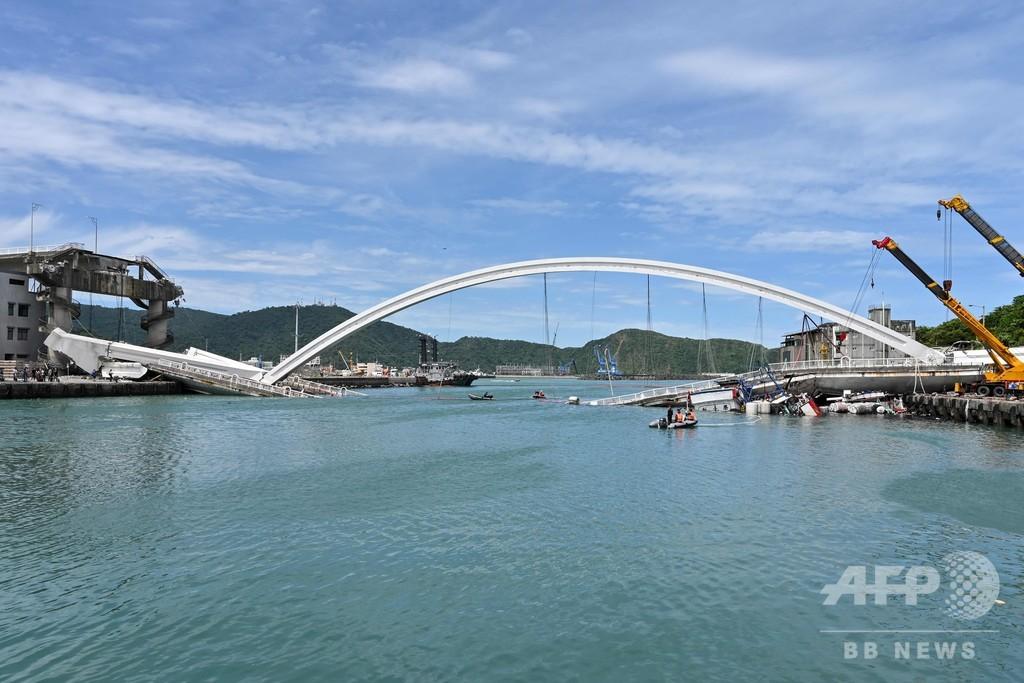 台湾で橋崩落 12人負傷、6人が下敷きになった可能性