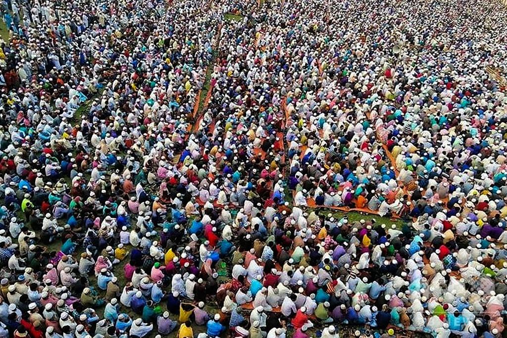 新型ウイルスからの解放願う大規模礼拝、SNSで非難 バングラデシュ