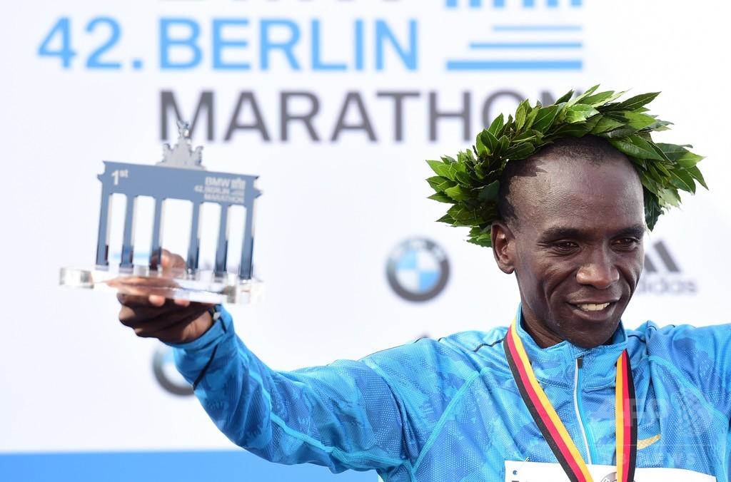 キプチョゲ、アクシデントにもめげずベルリン・マラソン制覇