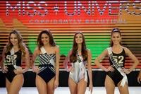 ミス・ユニバース各国代表が美ボディー披露 比で水着ショー
