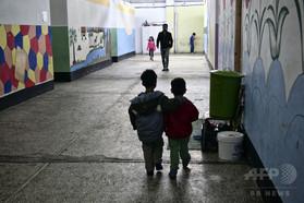 IMFの財政緊縮策、子どもの健康に悪影響 研究