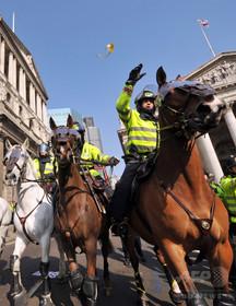 警察馬のブライアン、同名者らから抗議殺到で改名とりやめに 英国