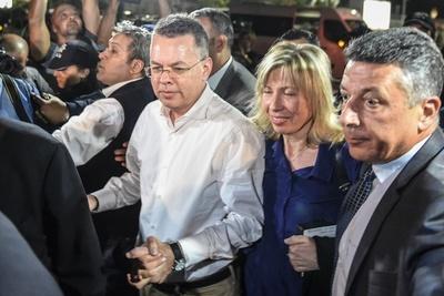 トルコ、米国人牧師を解放 拘束2年、関係悪化の原因に