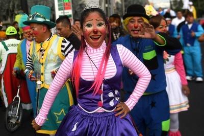 ピエロが大集合! エルサルバドルで「笑いの祭典」