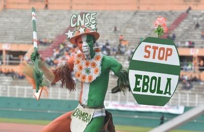 エボラ熱死者2400人突破、キューバは最大の医療団を派遣