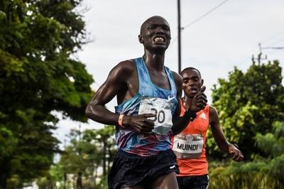 マラソン大会で選手が車にはねられる事故、通行止めを無視 コロンビア