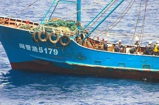 巡視船の修理費請求へ、「ボールは中国に」 官房長官
