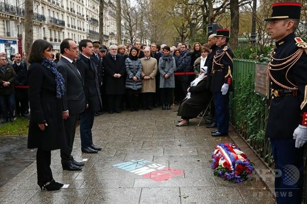 仏紙襲撃事件からまもなく1年、追悼行事始まる 仏大統領も参列