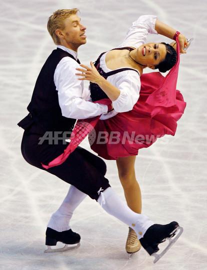 デロベル/ショウエンフェルデール組 NHK杯アイスダンスOD2位で総合首位をキープ