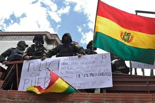 警察精鋭部隊も反政府デモ、大統領府前の広場で持ち場放棄、ボリビア情勢緊迫