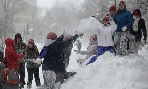 雪玉投げつけた子どもに運転手が発砲、2人負傷 米