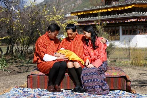 ブータン国王夫妻の第1子、王室が写真公開
