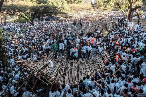 エチオピアの宗教行事で座席エリア崩壊、10人死亡 負傷者多数