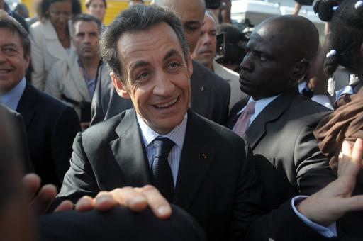 サルコジ仏大統領がハイチ訪問、旧宗主国大統領として初